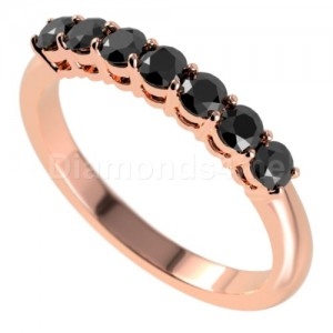 """טבעת""""לוסיל"""" בזהב אדום ויהלומים שחורים"""