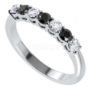 """טבעת""""לוסיל"""" בזהב לבן ויהלומים"""