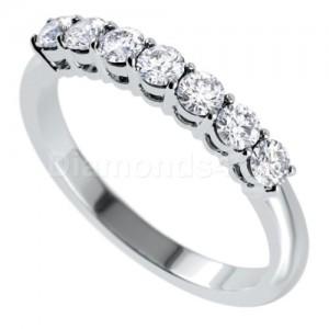 """טבעת""""לוסיל"""" בזהב לבן ויהלומים לבנים"""