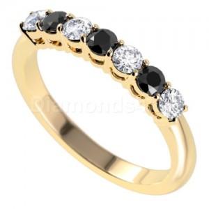 """טבעת""""לוסיל"""" בזהב צהוב ויהלומים"""