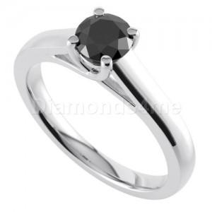 """טבעת """"אלדונה""""  עם יהלום שחור"""