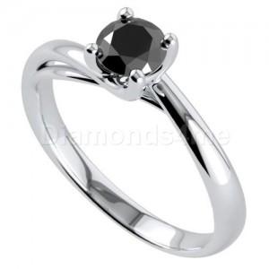 """טבעת """"פרלין"""" עם יהלום שחור"""
