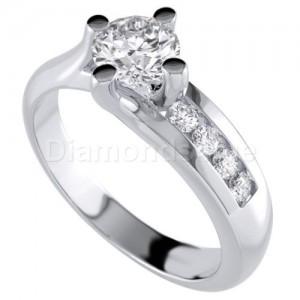 """טבעת אירוסין """"פיארה"""" בזהב לבן"""