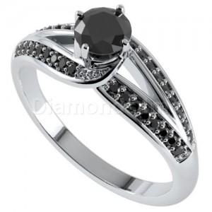 טבעת קורניליה ויהלומים שחורים