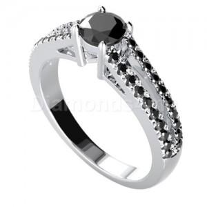 """טבעת """"דואט"""" משובצת יהלומים שחורים"""